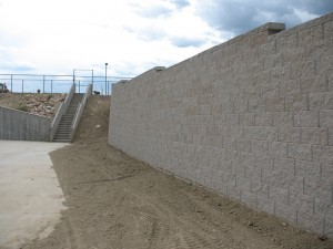 Fire turn-around retaining wall